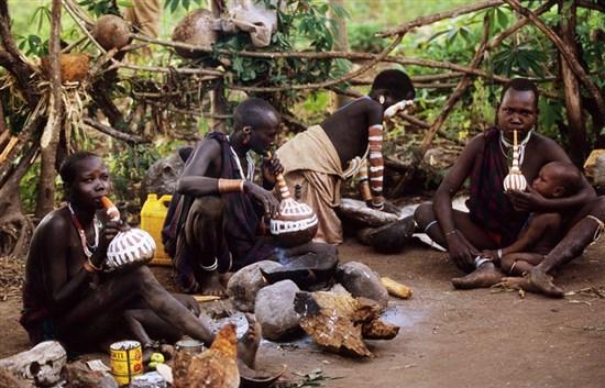 Batı Papua ve Haegen Dağında Yaşayan Kabileler