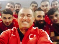 fatih-terim-selfie-pozu